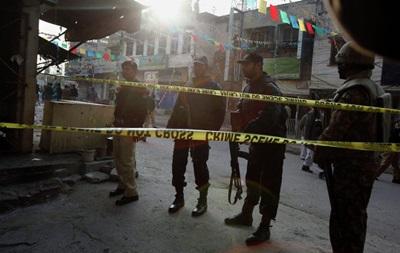 В Пакистане фургон упал в реку, погибли десять человек