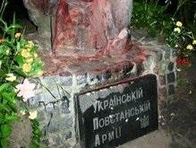 Вандалы снова осквернили памятник УПА в Харькове