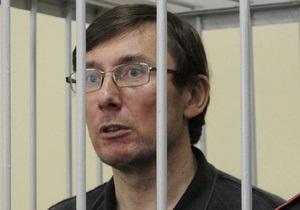 Суд отклонил ходатайство Луценко об отводе прокурора