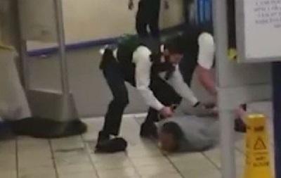 В метро Лондона на людей бросался мужчина с мачете