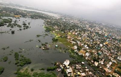 Число жертв наводнения в Индии превысило 400