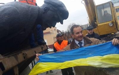 На Сумщине демонтировали памятник Ленину