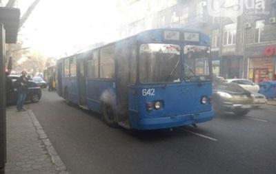 В центре Одессы загорелся троллейбус