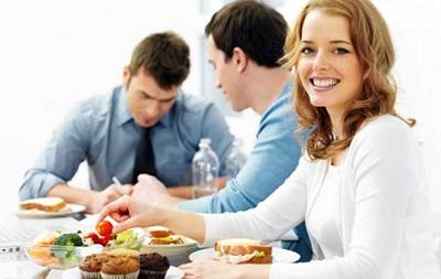 Обеды с коллегами повышают продуктивность работы – ученые