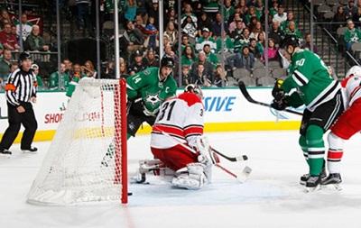 NHL: Перестрелка Далласа и Каролины, буллитные победы Торонто и Айлендерс