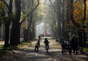До середины ноября в Украине сохранится теплая погода