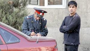 Нарушителей правил парковки в России накажут рублем