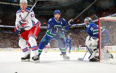 NHL: Третье кряду поражение Монреаля, победа Эдмонтона в овертайме