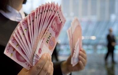 Курс юаня снова упал до четырехлетнего минимума