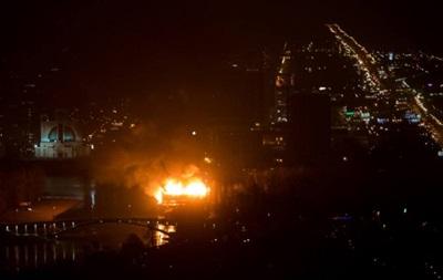 В Киеве в Гидропарке возник масштабный пожар