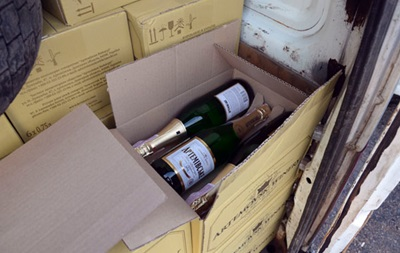 Полиция не пустила в ДНР два авто с шампанским