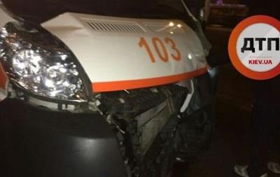 В Киеве произошло тройное ДТП с участием скорой