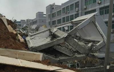 Оползень в Китае: более 20 домов ушли под землю