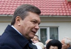 Янукович посадил вертолет в Полтавской области и пообщался с местным жителем