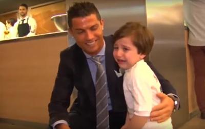 Мальчик расплакался на встрече с Криштиану Роналду