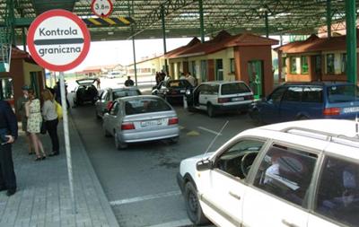 На российско-польской границе фура врезалась в пять авто