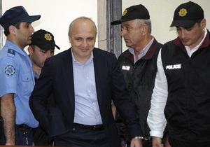 Экс-премьер Грузии начал голодовку в тюрьме из-за телевизора