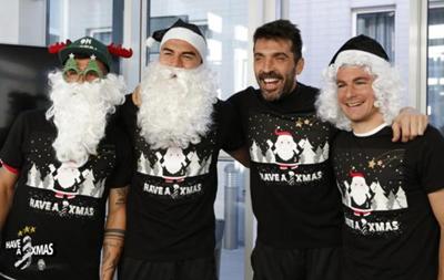 Новогодниие подарки: Что предлагают топ-клубы своим поклонникам на Рождество