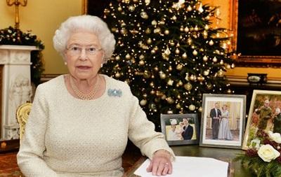 Елизавета II в послании на Рождество выразила надежду на  свет во тьме