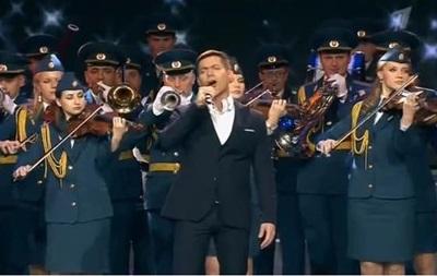 Стас Пьеха спел о гумконвоях России