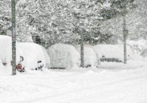 Черногорский премьер убирал снег возле здания правительства
