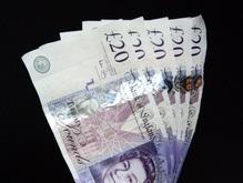 Банкир раздал бедным семь миллионов фунтов богатых вкладчиков