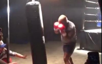 Еще еще порох: Майк Тайсон уничтожает боксерскую грушу