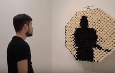 Американец создал зеркало из помпонов