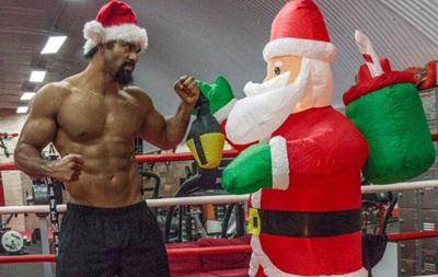 Плохой мальчик: Дэвид Хэй решил побить Санта-Клауса