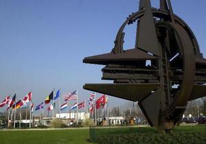 НАТО о публикации WikiLeaks: Альянс не противник РФ, но Балтию защищать обязан