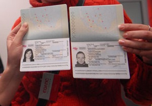 МИД: Биометрические паспорта не отменят действие старых документов