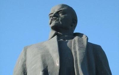 В Украине снесли более 800 памятников Ленину
