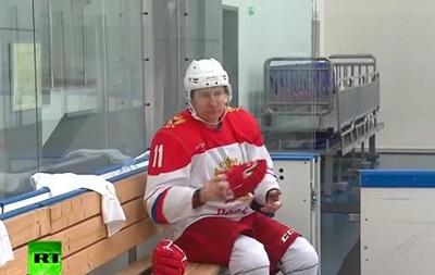 Путин снова поиграл в хоккей