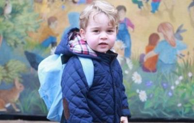 Появились первые фото британского принца Джорджа в детском саду