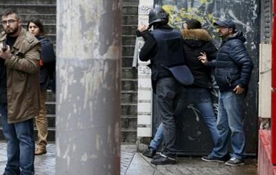 Прокурор Парижа: у напавшего на полицию был символ ИГ