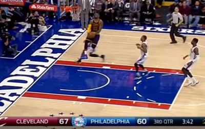 Реверс-данк від короля баскетболу - найкращий момент дня в НБА