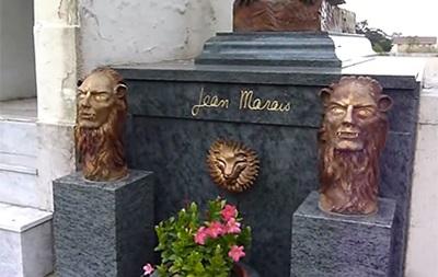 Во Франции разграбили могилу звезды  Фантомаса