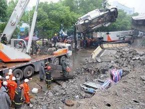 Под руинами рухнувшей в Китае эстакады погибли девять человек, еще 16 получили ранения