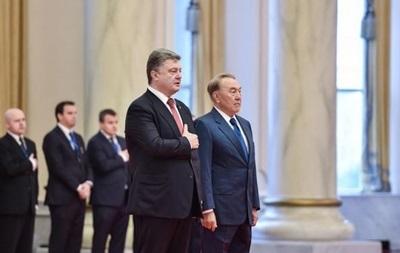 Назарбаев обсудил с Порошенко запрет РФ на транзит