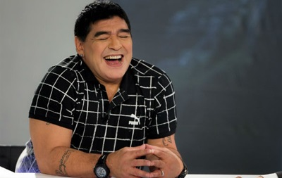 Марадона надел специальную футболку в честь отстранения Платини и Блаттера