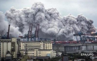 В Бразилии взрыв на заводе вызвал появление токсичного облака