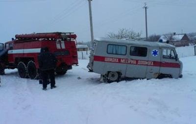 На Харківщині близько 20  швидких  застрягли у снігових заметах