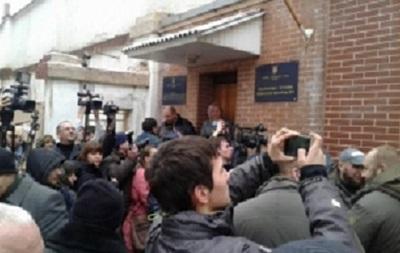 Бойцы ПС заблокировали суд, где идет заседание по Драгобрату
