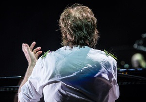 В Бразилии во время концерта на Пола Маккартни напала саранча