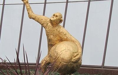 В России надеются, что обезьяна с мячом принесет удачу футболистам на ЧМ-2018