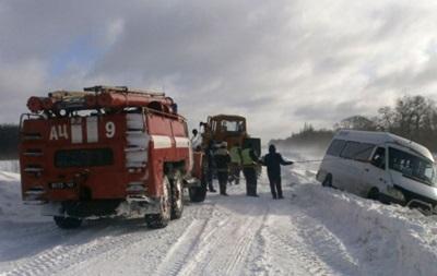 Спасатели вытащили из снежных заносов почти две тысячи авто