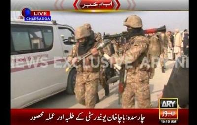 Озброєні люди напали на університет у Пакистані