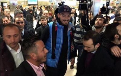 Бойко в аэропорту Стамбула встречали десятки фанатов
