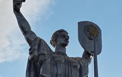 Со статуи Родины-матери уберут герб СССР