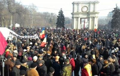 В Молдове возобновились многотысячные протесты